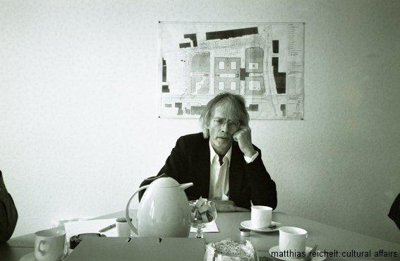 timm-ulrichs_-magdeburg_wg_erdachse-1997